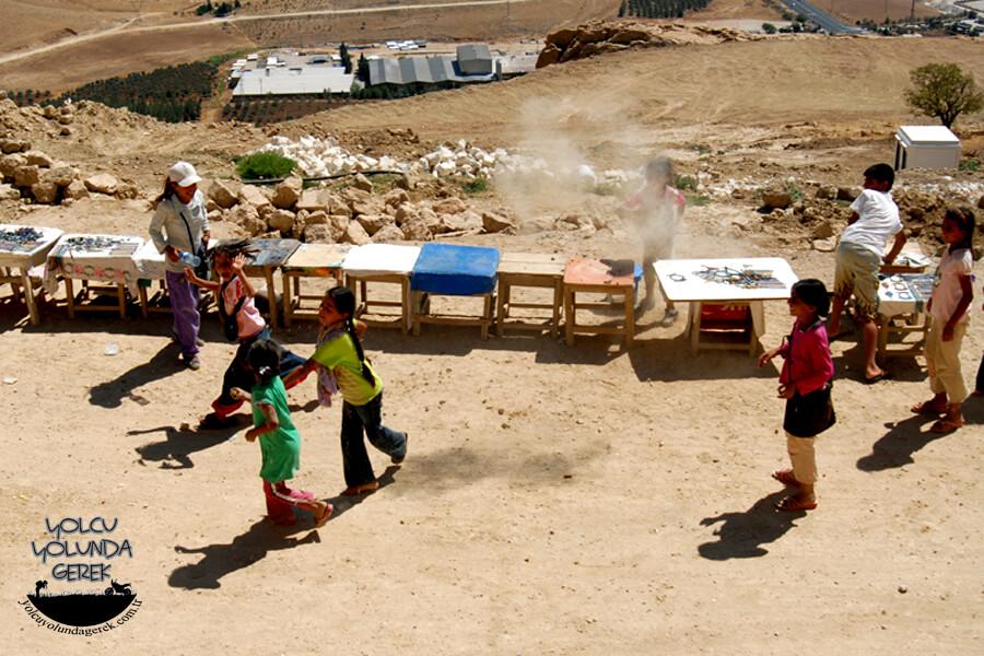 Kasımiye Medresesi önünde çocuk savaşları... :)